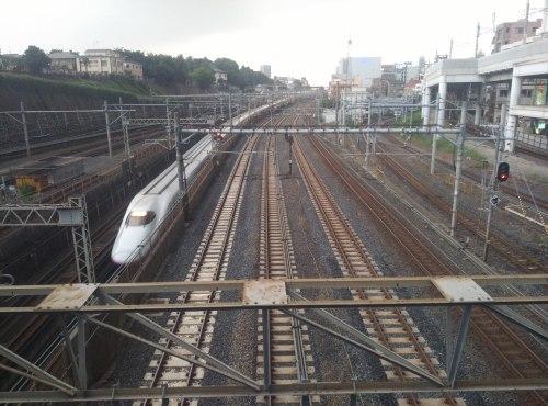 El servicio de Shinkansen fue temporalmente suspendido por el terremoto en Tokio.