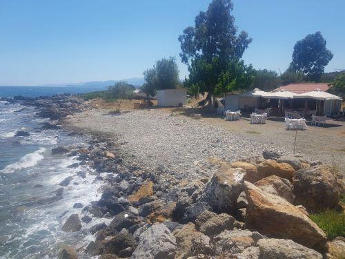 peloponeso-grecia-playa-taberna-griega.jpg